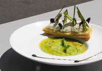 Gaspacho vert au Basilic, Tartine de Chèvre frais et condiments